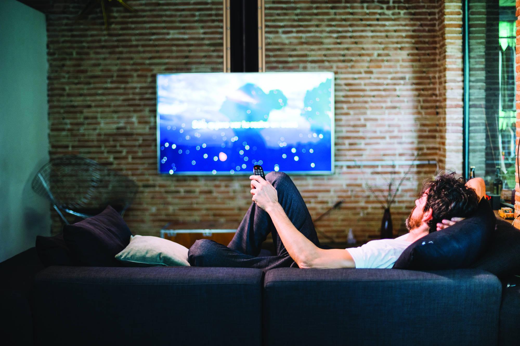 Lift televizor de tavan